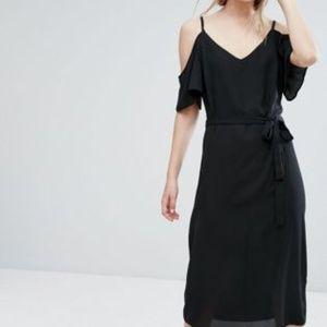 NEW LOOK Tie Waist Cold Shoulder Midi Dress